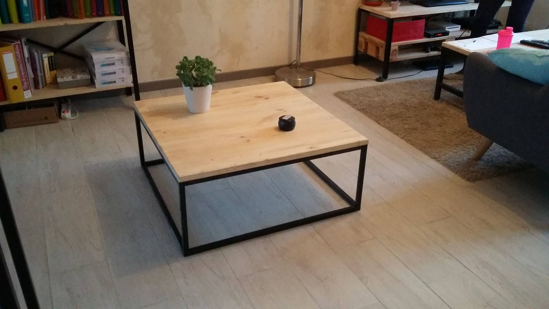 table basse carr e style industriel fer et bois etsy. Black Bedroom Furniture Sets. Home Design Ideas