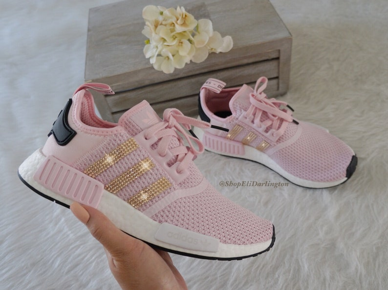 Chaussures Adidas NMD des femmes avec des cristaux Swarovski Or Rose sur fond rayé