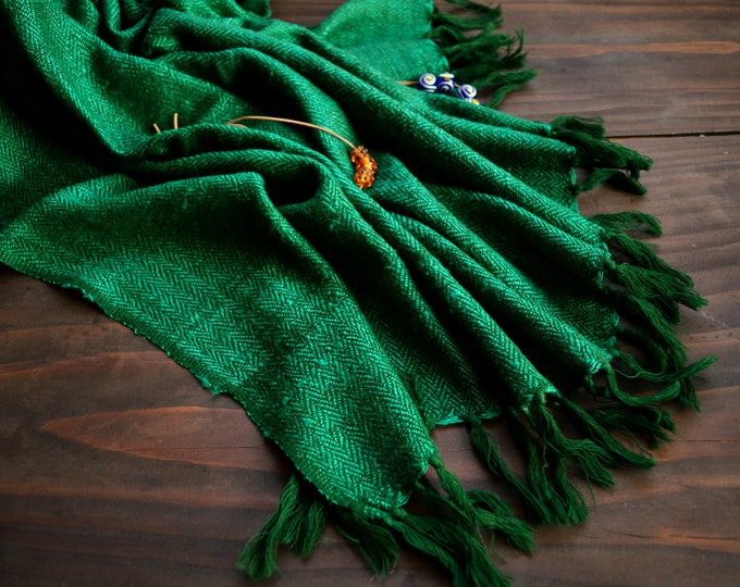 Large and warm Viking shawl, handwoven herringbone twill shawl, green wool and silk shawl, Vikings, reenactment, reenactors, Anglo Saxon