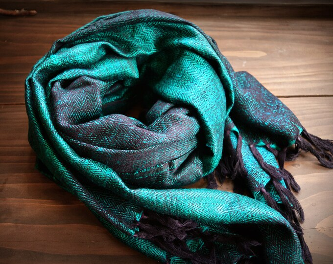 Heavy, large handwoven herringbone twill shawl, green wool and silk shawl, Vikings, reenactment, reenactors, Anglo Saxon, Vendel