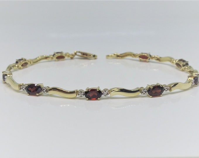 10k Yellow Gold Natural Garnet Link Bracelet