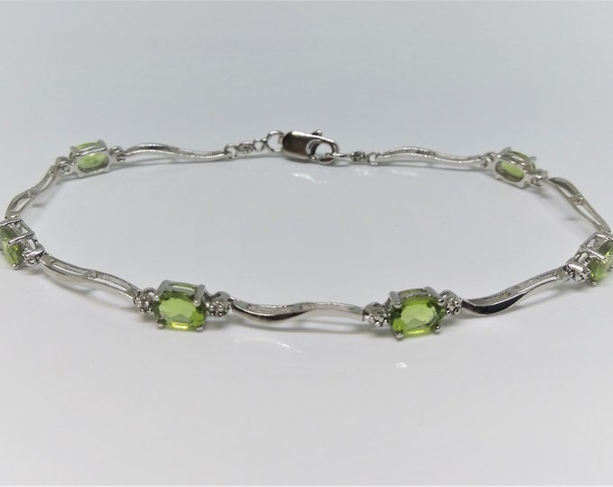 Natural oval faceted peridot sterling silver link bracelet