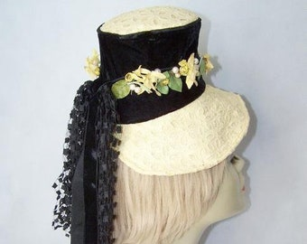Vintage 1930/40's Yellow Perch Hat with Streaming Ribbons