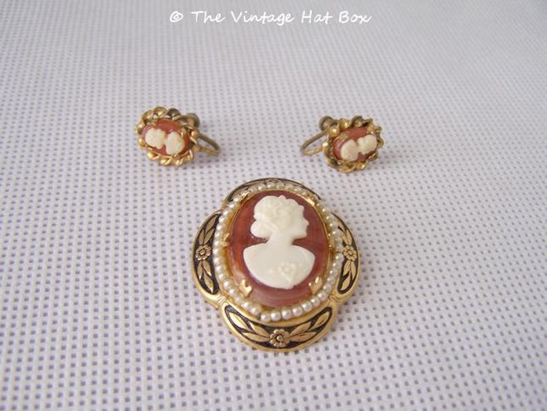 Vintage Cameo with Matching Earrings image 0