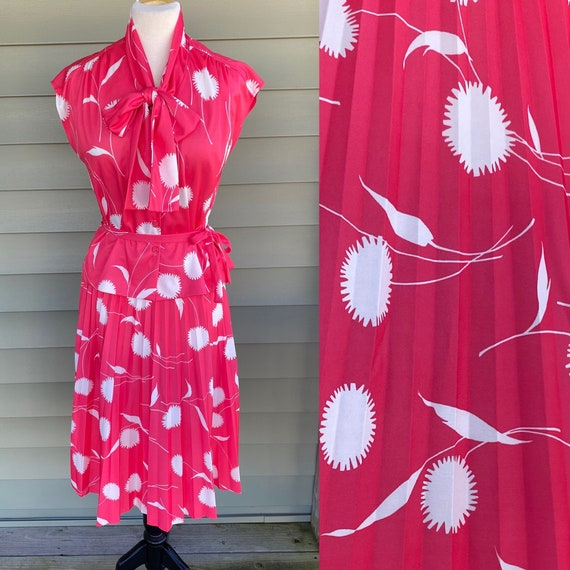Vintage 70s 2 Piece Blouse and Skirt/ Pleated Skir