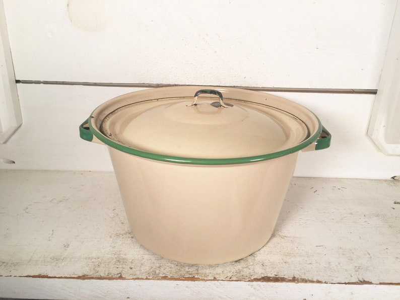 Beige and Green Trimmed Enamelware Stockpot with LidFarmhouse Kitchen Collectible Cream and Green Enamelware StockpotShabby Chic Stockpot