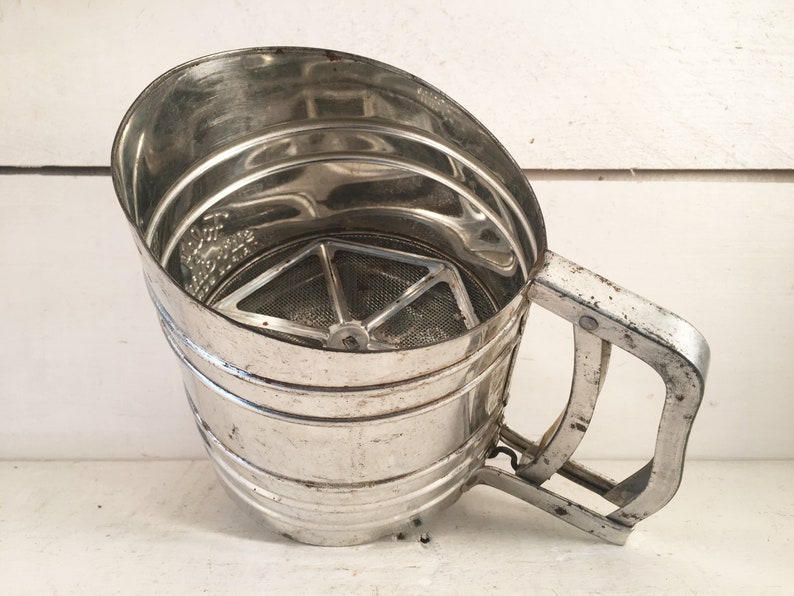 Vintage Foley Sift Chine Triple Screen Handheld Flour SifterFarmhouse Kitchen Rustic Foley Flour SifterShabby Chic Kitchen Tools /& Gadgets
