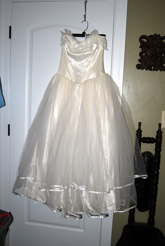 Jessica Mcclintock wedding/prom gown w matching gl