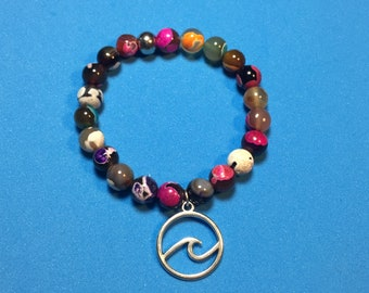 Pearl bracelet made of semi-precious beads with pendant wave