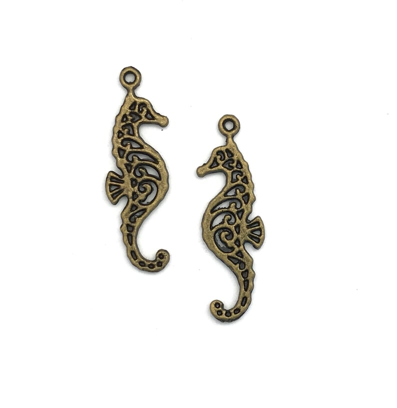 10 Antiqued Bronze Seahorse Charms 34 x 10mm