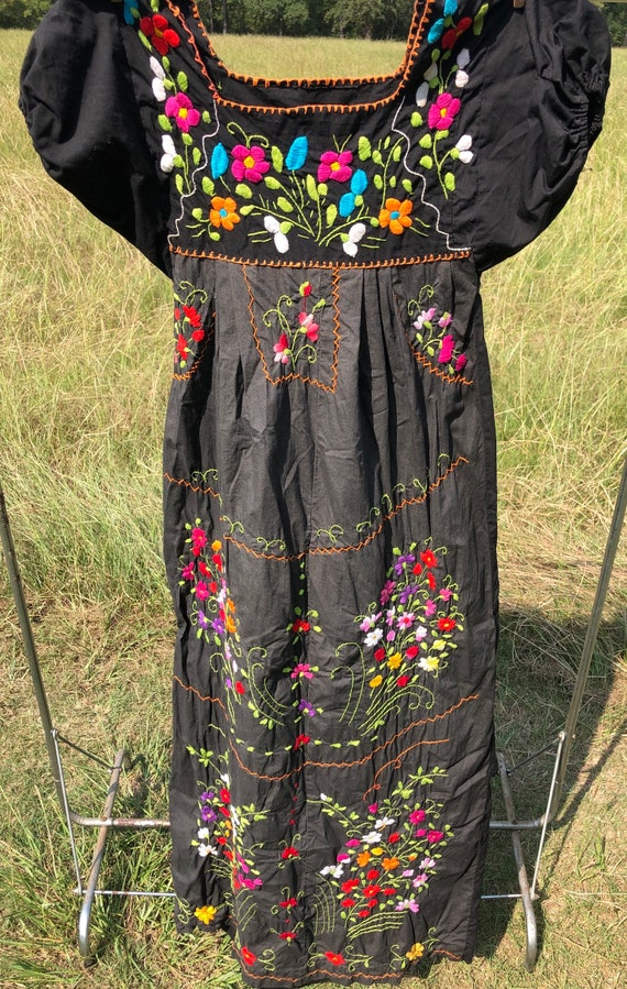 Vintage Mexican embroidery dress - image 2