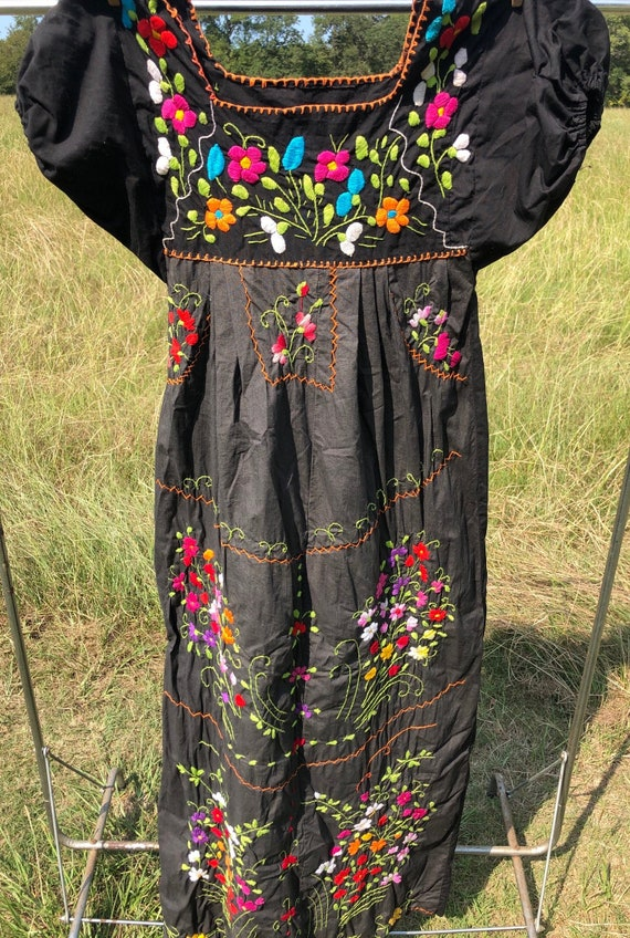 Vintage Mexican embroidery dress - image 1