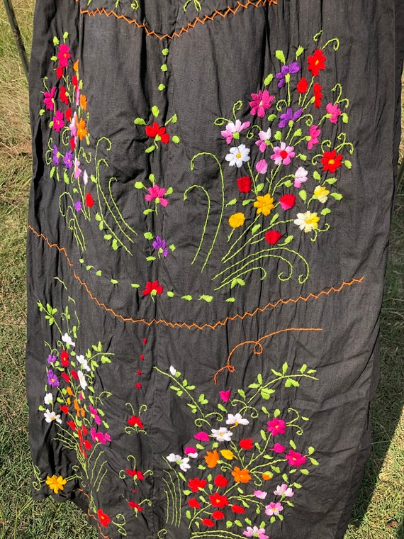 Vintage Mexican embroidery dress - image 4
