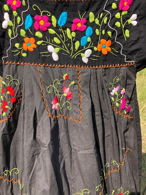 Vintage Mexican embroidery dress - image 3