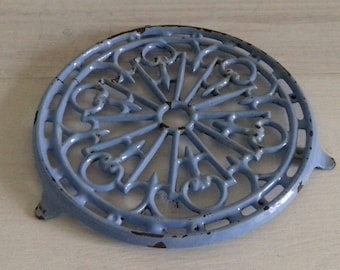 Old flat underside vintage round enameled cast iron blue made in France
