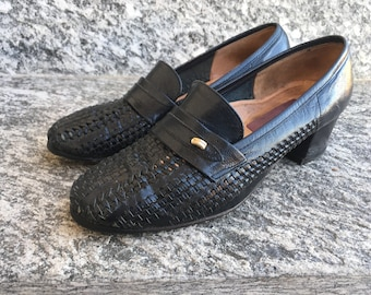 Pebbled Leather Fringe Bow Loafer|Thom Browne