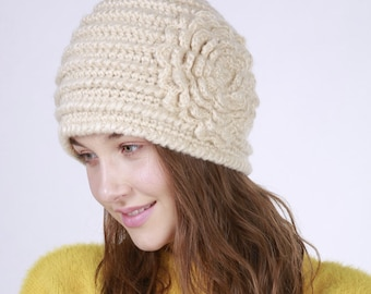 997c63ca0b3 Knit Hat with Flower Patern.