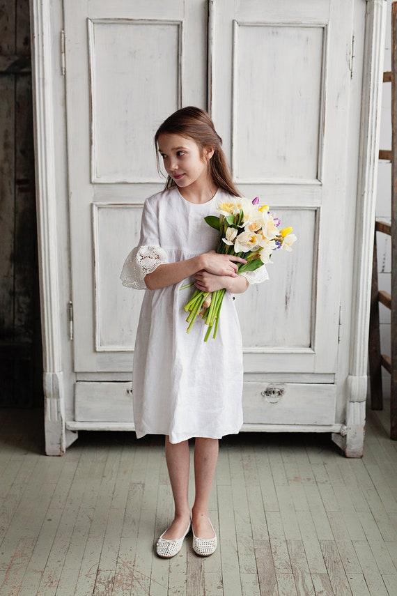 White flower girl dress with bell sleeves, white summer dress, linen dress for girls, toddler wedding dress, washed linen girl dress