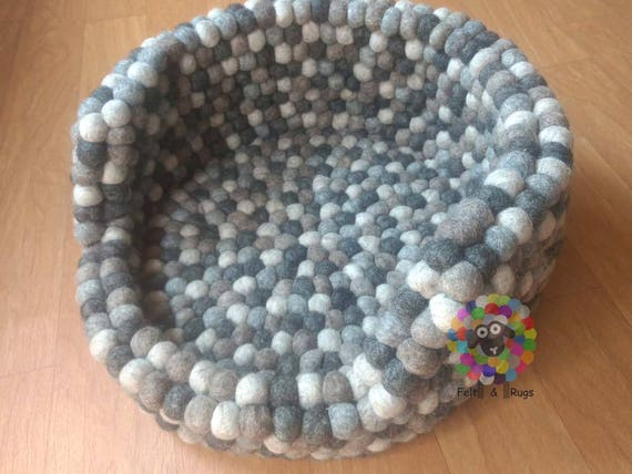 Felt ball cat or dog cosy bed pet cosy bed made from 100 - Bed made of balls ...