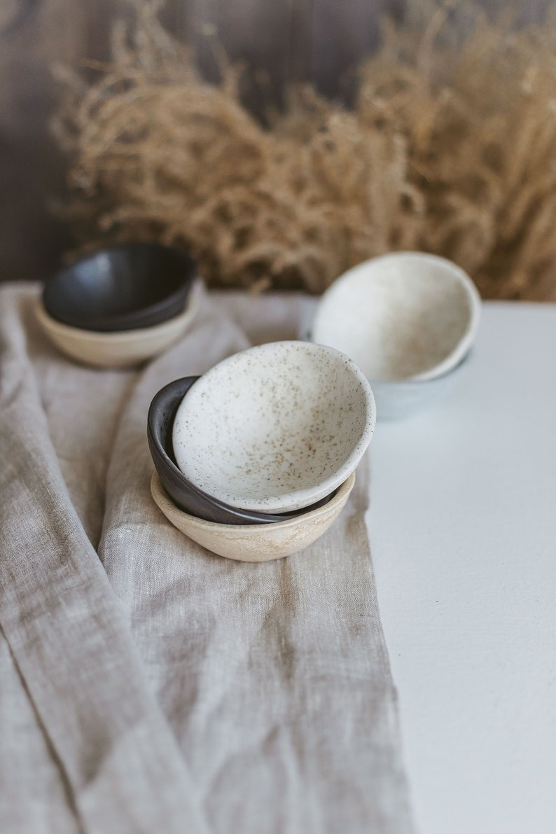 Wedding ring holder Speckled white small rice bowl Personalized trinket dish Jewelry storage Ceramic dipping bowl Boho jewelry holder