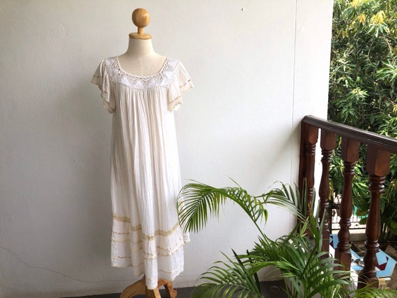 1970s Vintage Cream Angel Crochet Frilly Cheeseclo