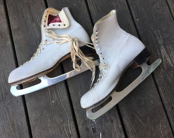 Vintage White Ice Skates Size 10 70315 in great shape!!