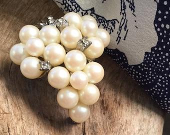 Pearl Brooch cluster pearl Bridesmaids gift Bridal brooch wedding jewelry Freshwater pearl jewelry grape brooch
