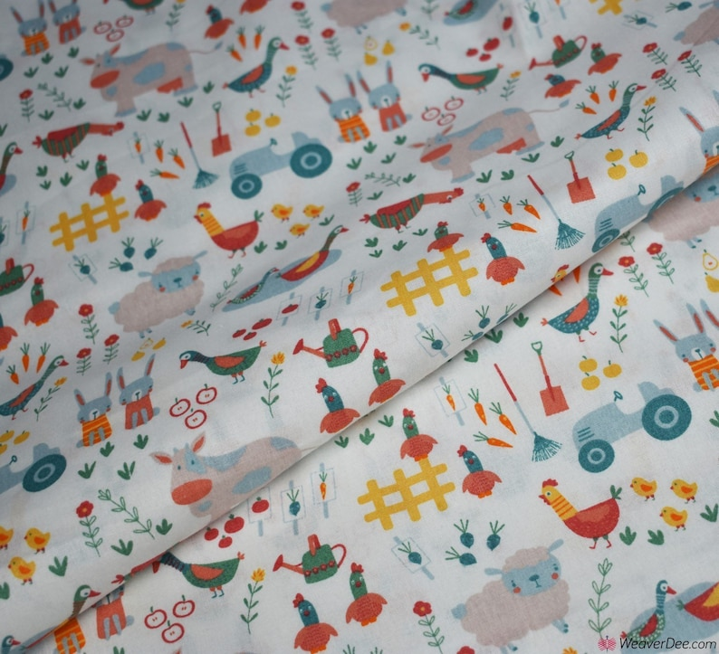 """per metre small blue daisies polycotton fabric//material  width 44/"""""""