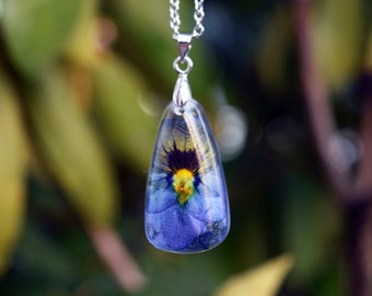 Real Pansy Flower Necklace / Pressed Flower Pendant / Real Flower Resin Jewelry / Pansy Pendant / Pansy Necklace / Nature Necklace