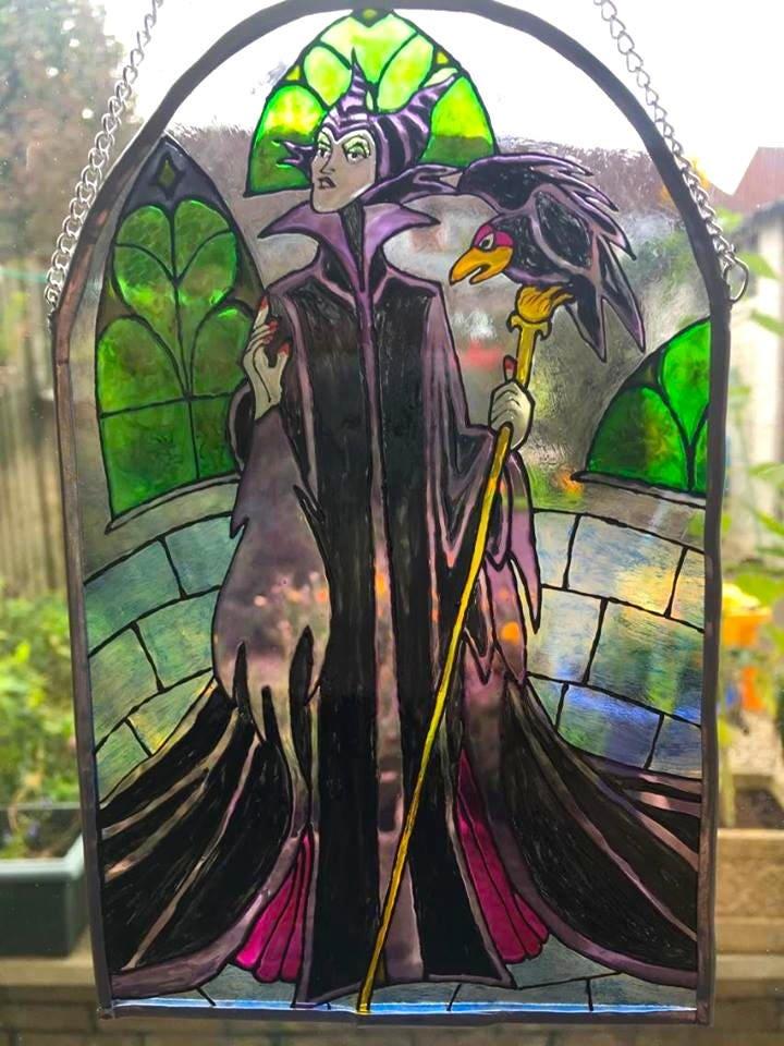 Vitraux maléfiques - Cadeau Disney Valentines, Méchant de la Belle au Bois Dormant, Fenêtre du château de Disneyland Paris