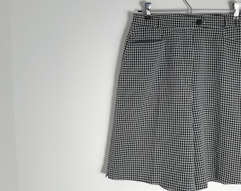 Vintage gingham culottes / french checkered shorts / high rise waffled plaid shorts / black and white flared shorts / m / l / 1990s