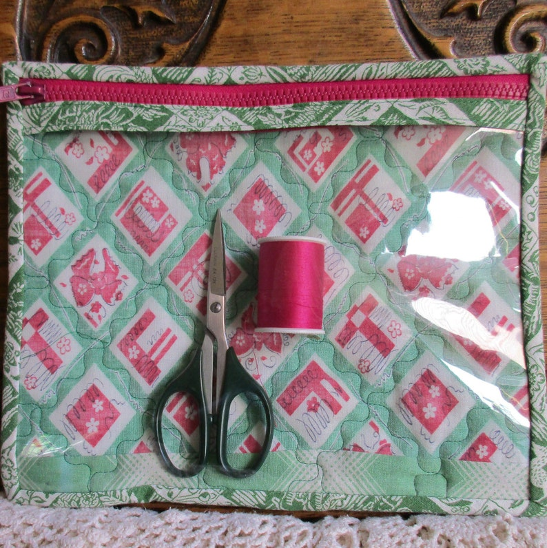 See thru window zip bag, cotton bolls dance on fun 30s fabric, quilted  organizer bag, new, project bag, FREE SHIPPING