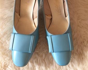 Women's Vintage Leather heels,  Peri winkle Blue 1950s Shoes,  pumps, kitten heels,  size 7.5, ladylike style