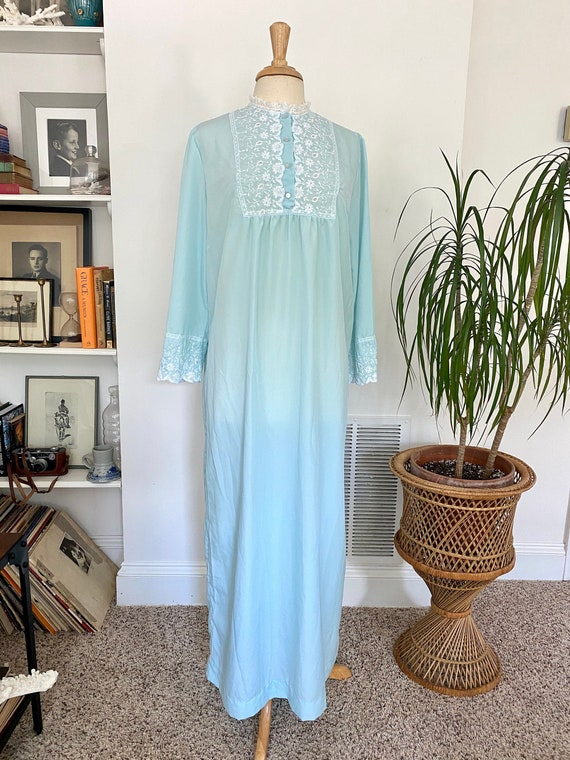 Vintage Blue and lace kaftan nightgown / victorian