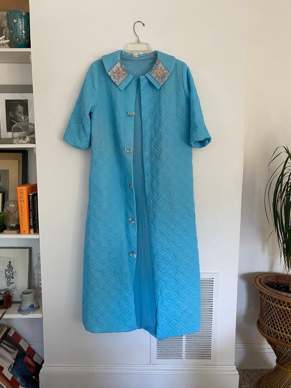 Vintage 60s quilted Blue robe, floral baby blue ho