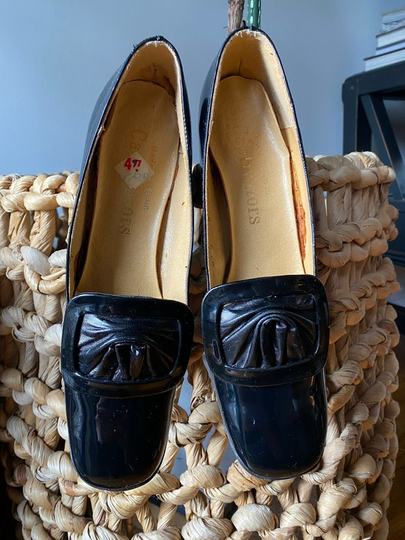 Vintage patent leather pilgrim shoes, black mod sh