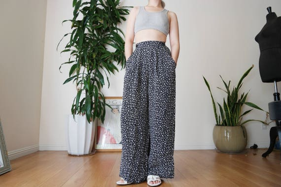 Navy Blue Pleated Wide Legged Pants with Printed … - image 4