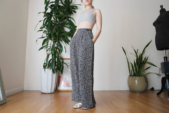 Navy Blue Pleated Wide Legged Pants with Printed … - image 1