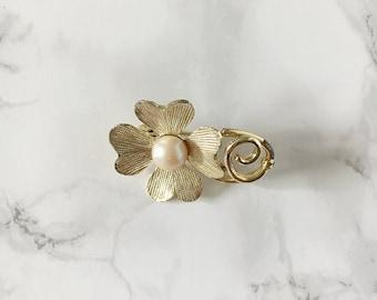 pearl center flower brooch