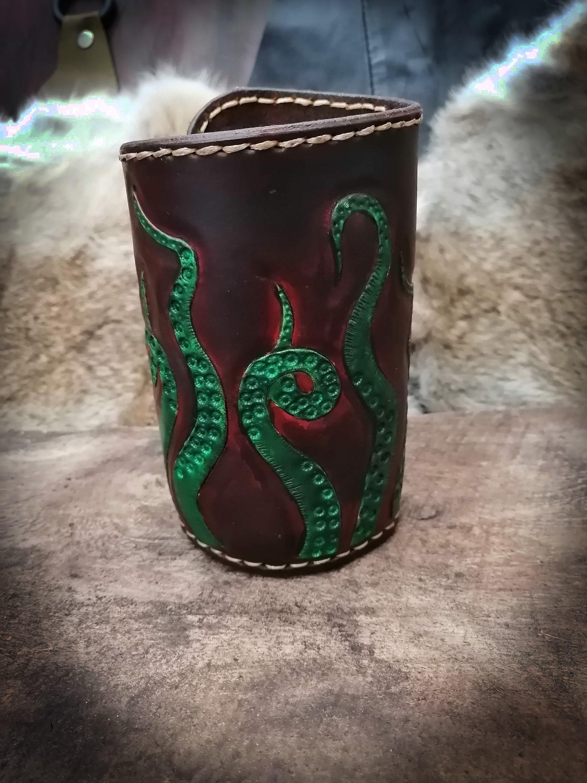 Toma De Corriente Pirate Dice Cup cuero real calamar pulpo kraken diseño die FT0bOM