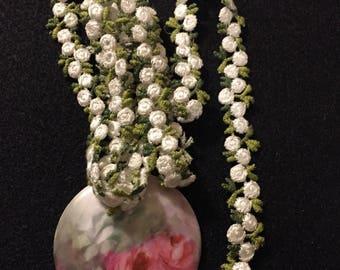Sweet White Rosebud Trimming