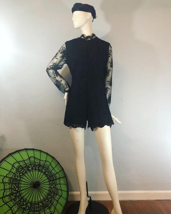 Vintage 1980's / 1990's black lace short peignoir