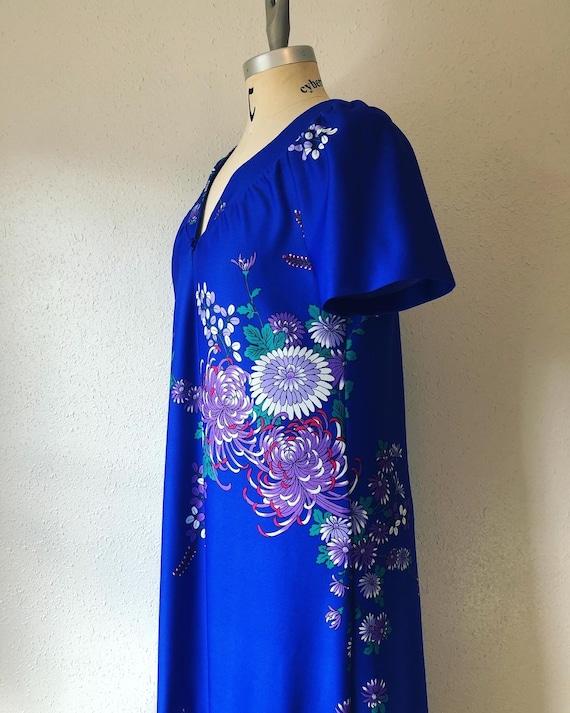 Vintage 1960's / 1970's royal blue peonies print c