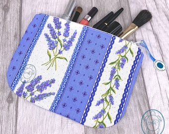 flat cosmetic bag, pouches, lavender patterns, bags for holiday memories, utensilo, fabrics of Provence