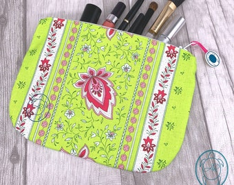 flat cosmetic bag, colorful bag, floral pattern, clutch, utensilo