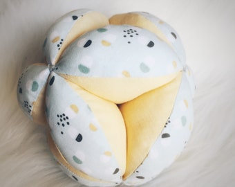 Ball of grasping baby inspired by Montessori - motor skills-fine nature toy fabric ball - yellow, grey, mint