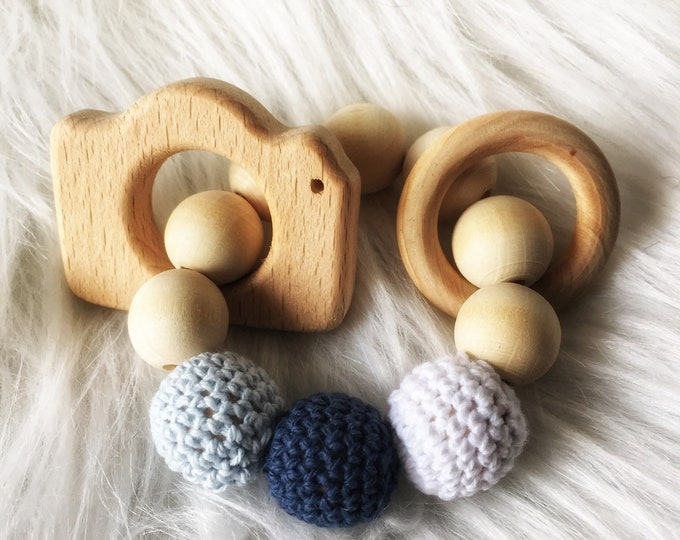 Baby teething ring in raw wood and wood bead crochet - awakening rattle - white, blue - best quality wooden educational toy