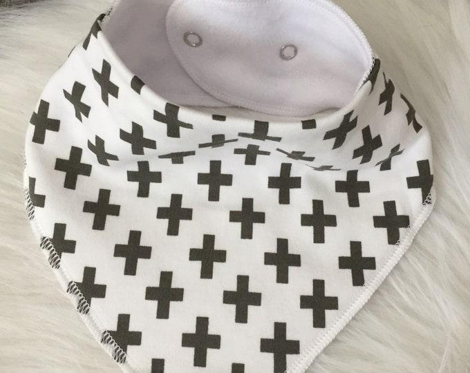 Bavoir bandana bébé - motifs croix gris et blanc - jersey et microfibre - Idée cadeau naissance- scandinave
