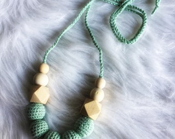 Necklace, breastfeeding and Babywearing crochet and beads wood raw necklace for MOM and baby - newborn gift idea - mint Green
