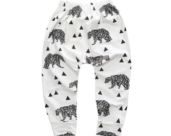 Joli legging, pantalon, jogging bébé - motif ours et triangles scandinaves - Idéal pour les couches lavables- Gris, blanc